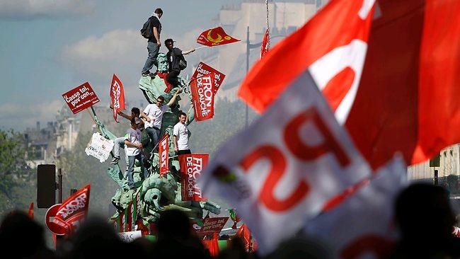 Ivica Mladenović: Socijalističke magle i vidici u Francuskoj (I deo)